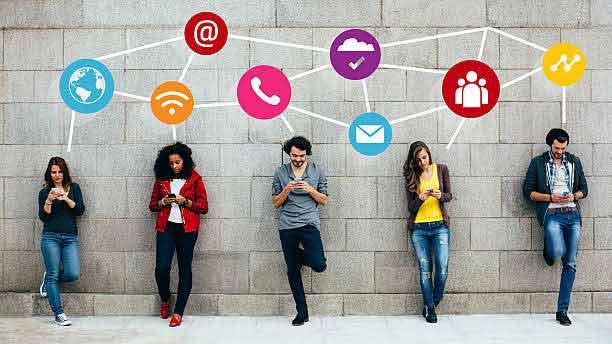 Jóvenes conectados a las redes y Maestrías por internet