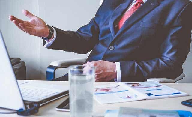 Ejecutivo en su oficina, Maestría Virtual MBA Internacional