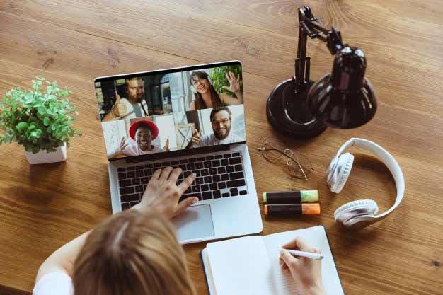 Las nuevas tecnologías y estas Becas para Maestría online 2020 están facilitando el acceso para muchos profesionales internacionales.