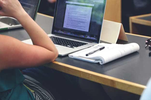 En este artículo te explicamos como crear tu tesis final de grado