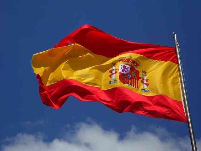 Se ve la bandera de España como portada del artículo, de becas para estudiar máster online en España. Si buscar ser un mejor profesional, aprovecha las becas para estudiar máster online en España.