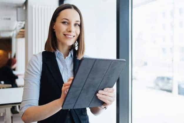 Se puede aprender una chica que va estudiar un mba en línea en España y está interesada en emprender. La Escuela de Negocios Harriet Taylor al estudiar un mba en línea en España brinda de forma gratuita una especialización en Emprendimiento.