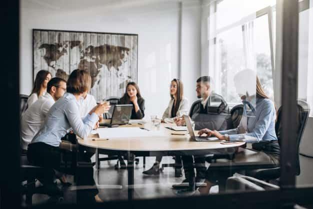 El equipo de recursos humanos habla sobre las contrataciones para su empresa, todos ellos accedieron al gestión del talento humano pensum para ser un grupo profesional calificado. Con el pensum de gestión del talento humano, conocerás todo sobre el proceso de selección de personal.