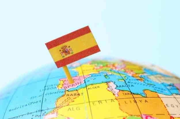 Se observa un mundo en donde se señala España porque hacer una Maestría a distancia en España es una excelente opción. Con una Maestría a distancia en España actualizarás tus conocimientos e impulsas tu carrera.